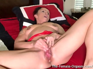 milf, fingering, hd videos, orgasm, big clit, muscular woman