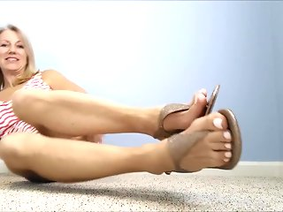 fetish, solo girl, foot fetish, straight, mature, hd